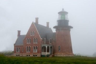 foggy lighthouse | Southeast Lighthouse,Block Island,RI ...