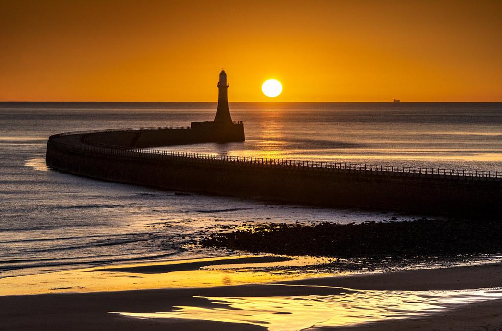 Roker Lighthouse Sunderland  The short days of winter