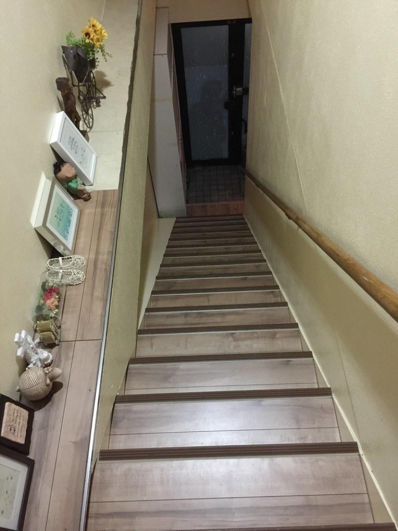 Yume さん 的家門口一進來的超長樓梯