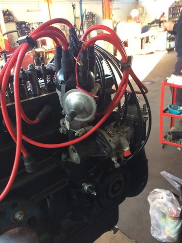 Motore Triumph TR6 PI quasi assemblato