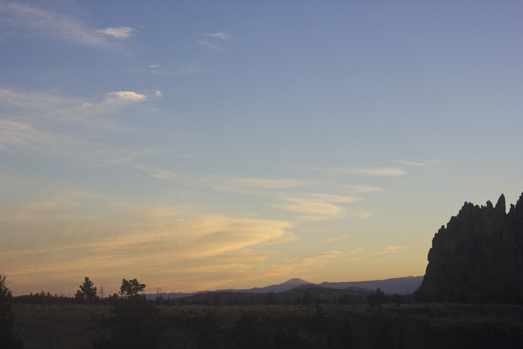 Golden sunset sunshine sunrise rocks earth smith rock oregon scenery sunset