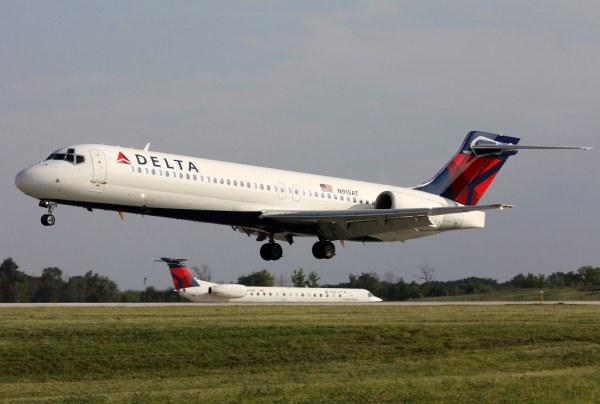 N915AT Delta 717200 at KCLE Delta 717 on short final