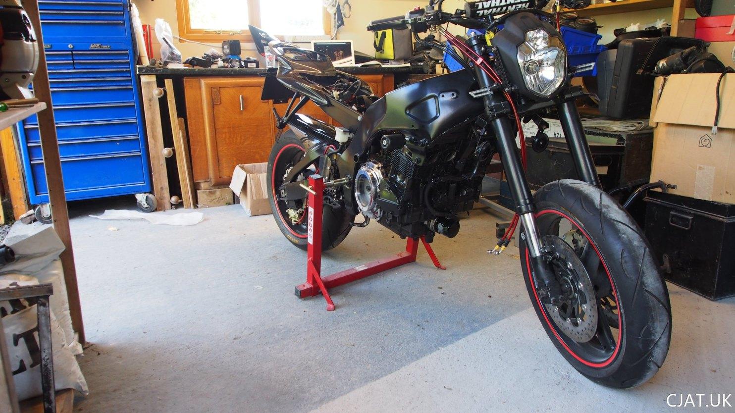 Suzuki RF900 StreetFighter engine installed