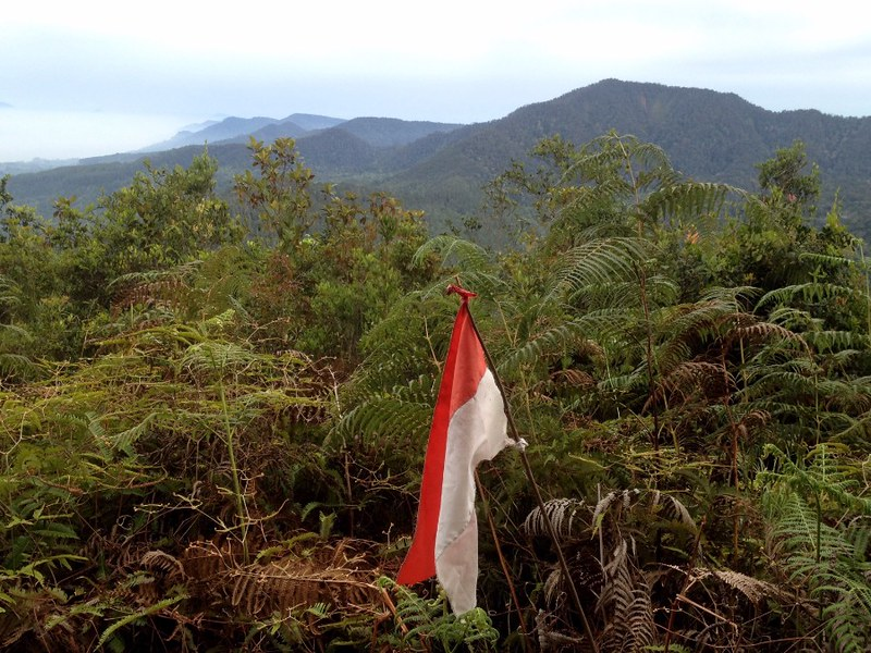 indonesian flag at mounta pangulubao campground