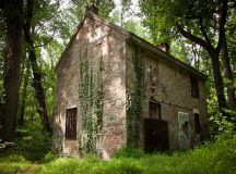 Abandoned house in the woods | Fonthill Mansion ...