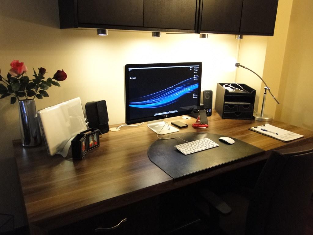 Apple Setup December10  My new desknew chairApple 27