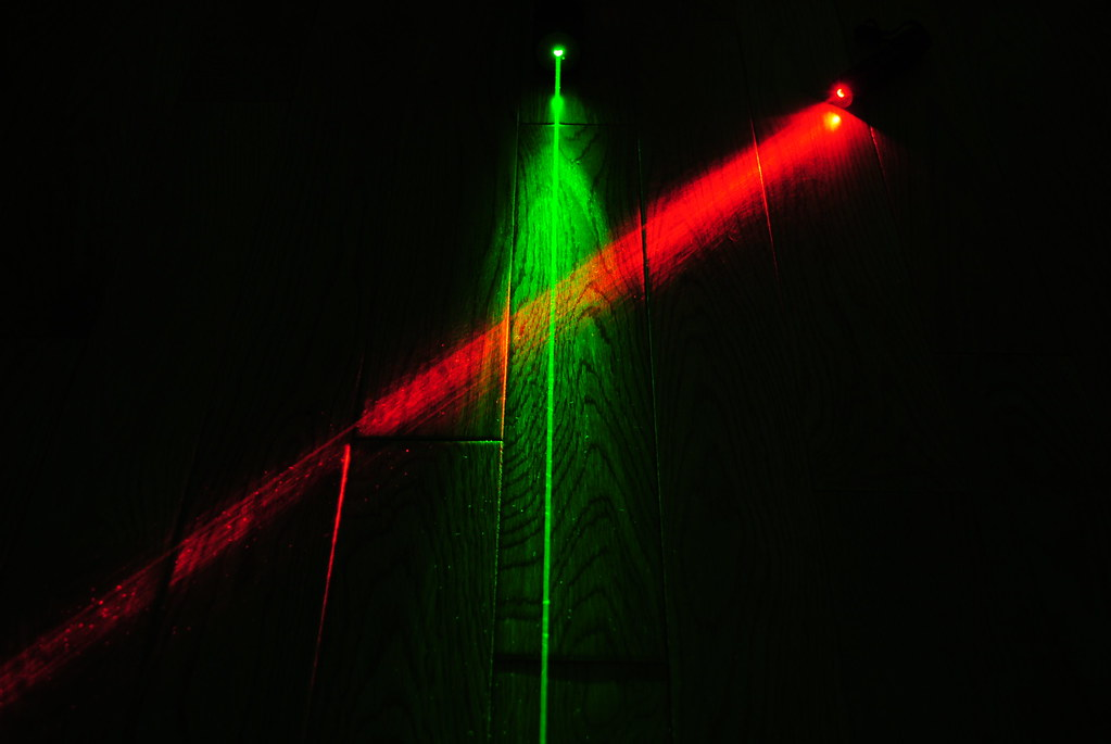 Crossed Red and Green Laser Beams  A shot of my 450mW 532nm  Flickr