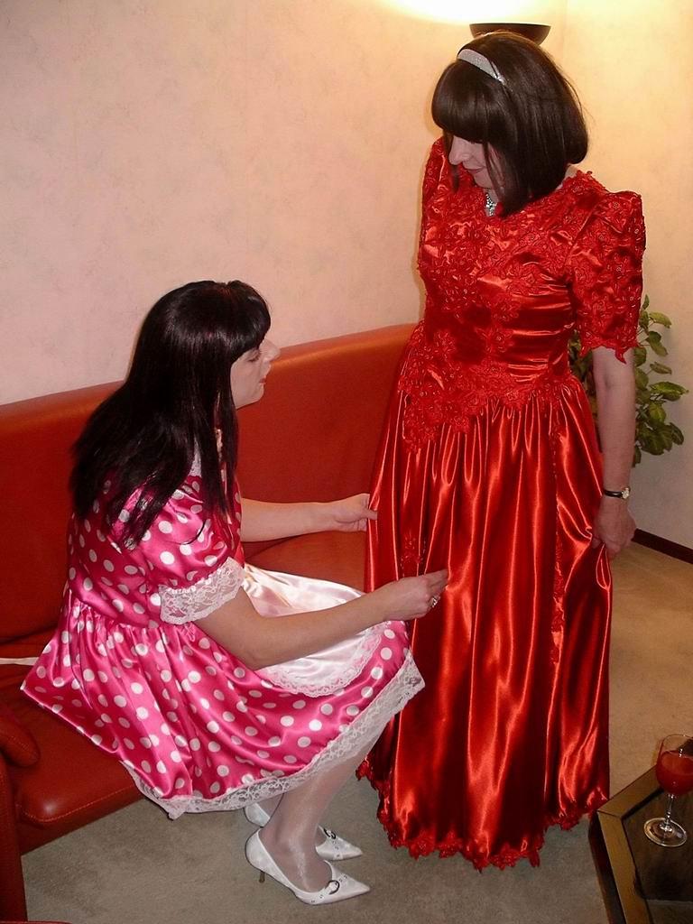 Lady And Maid Lady Yolanda Comes To Visit Maid Paula