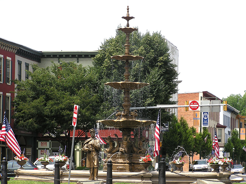 7995 Memorial Fountain and Union Soldier Statue  Chambers