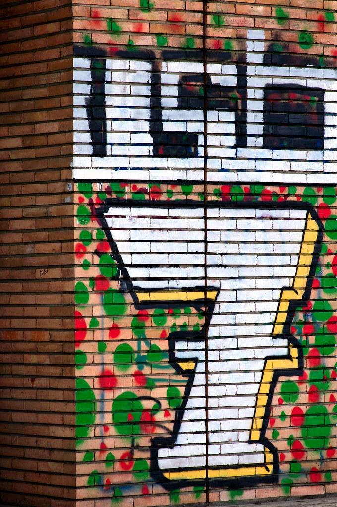 Huge Graffiti Of Number 7 Huge White Graffiti Drawing Of