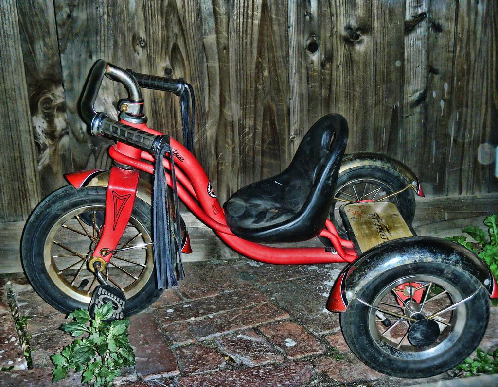 Schwinn Roadster Tricycle   Schwinn tricycle is