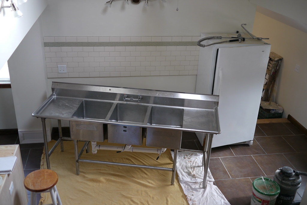 3 bay stainless steel commercial kitchen sink  an 8 ft