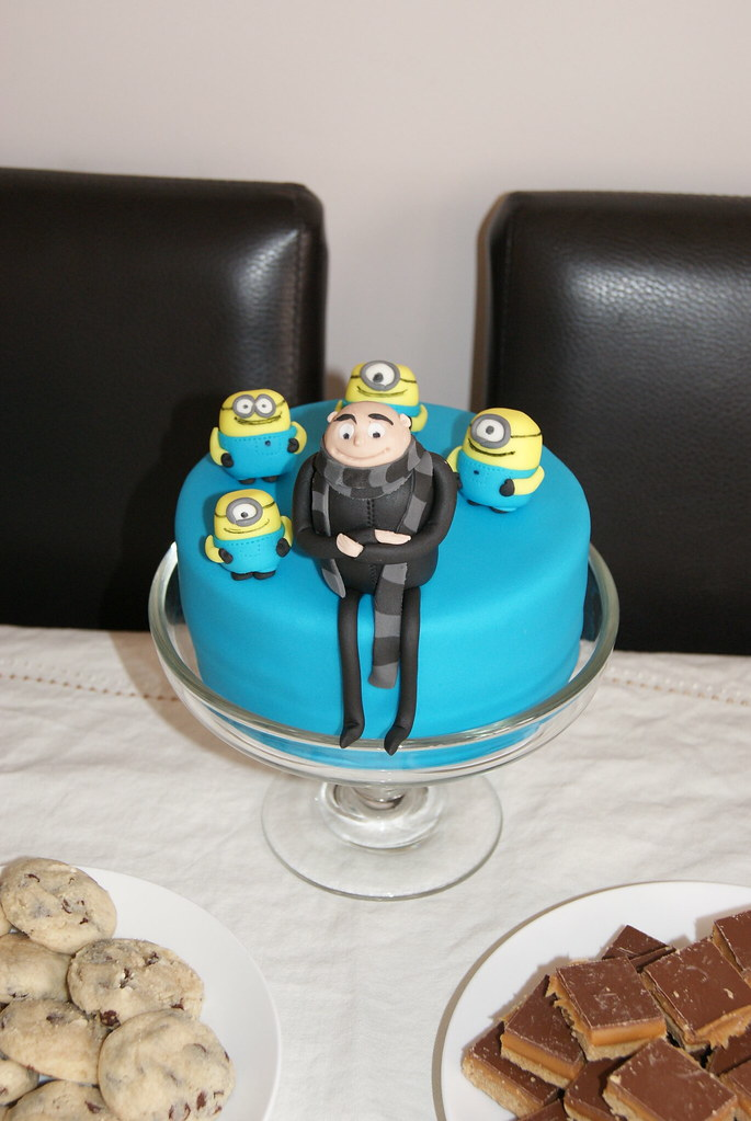 Despicable Me A Small 6 Quot Birthday Cake Featuring Gru