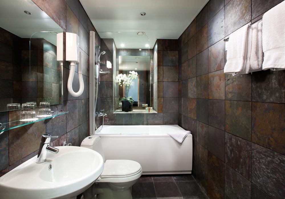 ZEN bathroom  von Stackelberg Hotel Tallinn  Originally