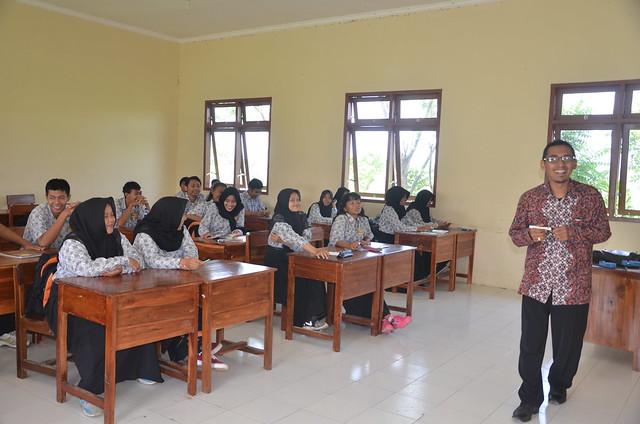 Fatah Masrun saat menyampaikan paparannya di salah satu ruang kelas SMAN 1 Tulungagung(18/11)