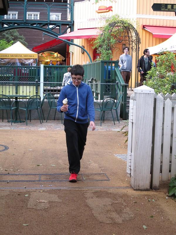 Markus buying ice cream