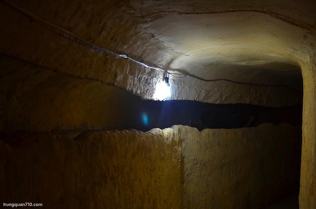 Mô hình đường hầm tù nhân đào