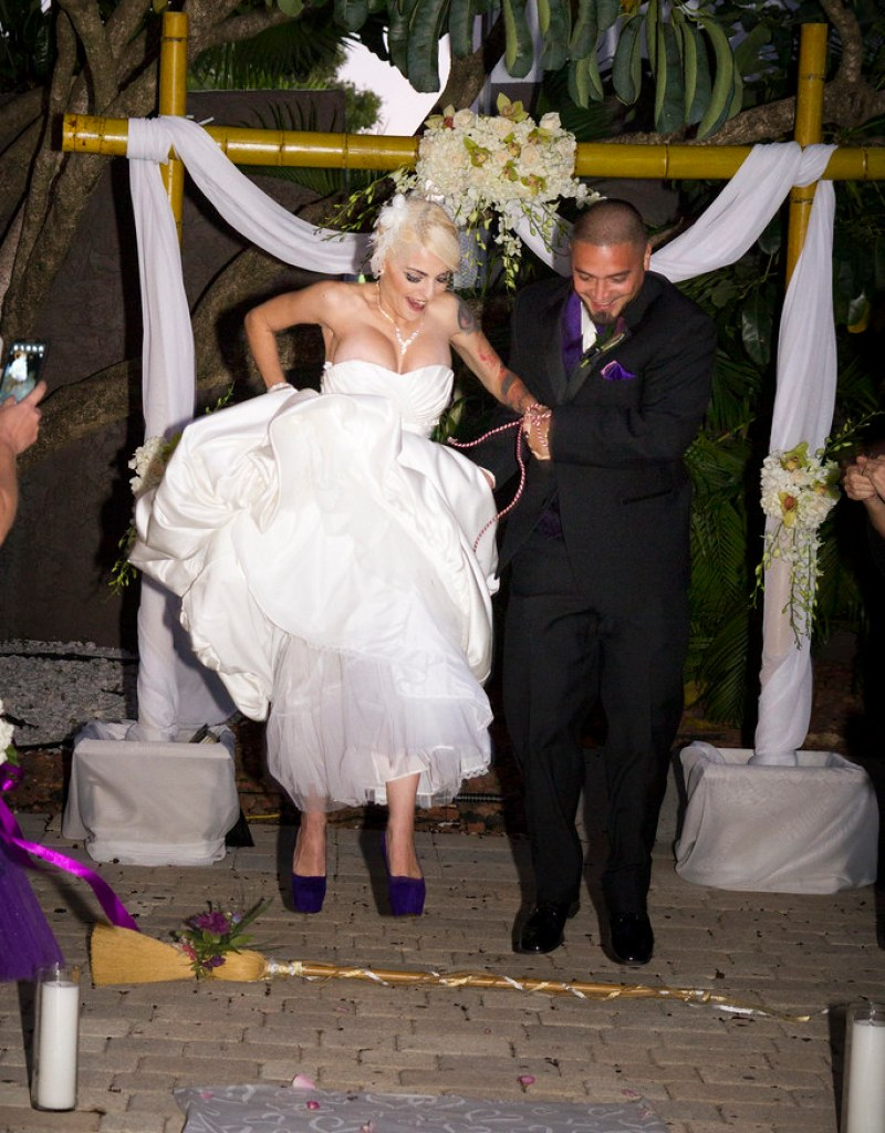 Wiccan handfasting from @offbeatbride
