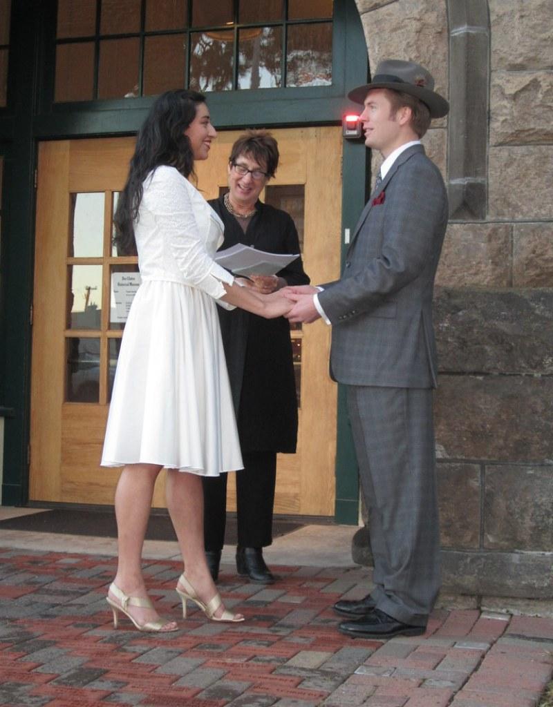 Oregon elopement from @offbeatbride