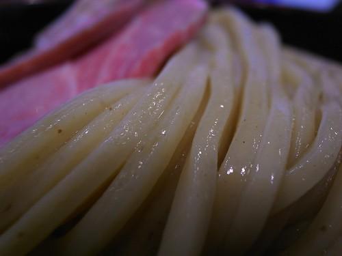 ツヤツヤの太麺