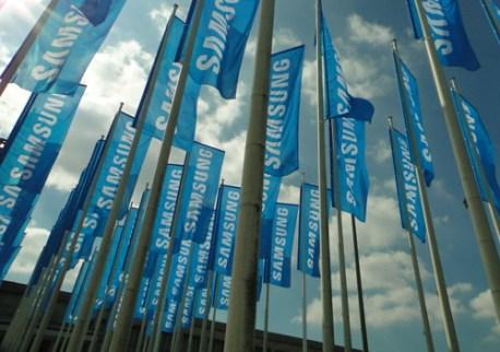 Bosque de banderas de Samsung en la iFA, Berlín, Alemania.