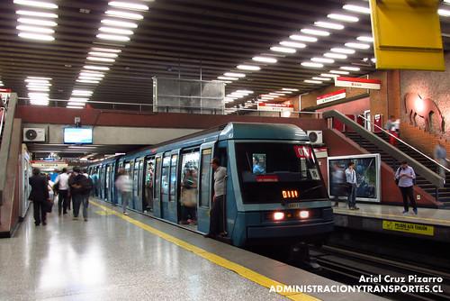 Metro de Santiago - Alstom NS93 N2077 - Baquedano (L1)