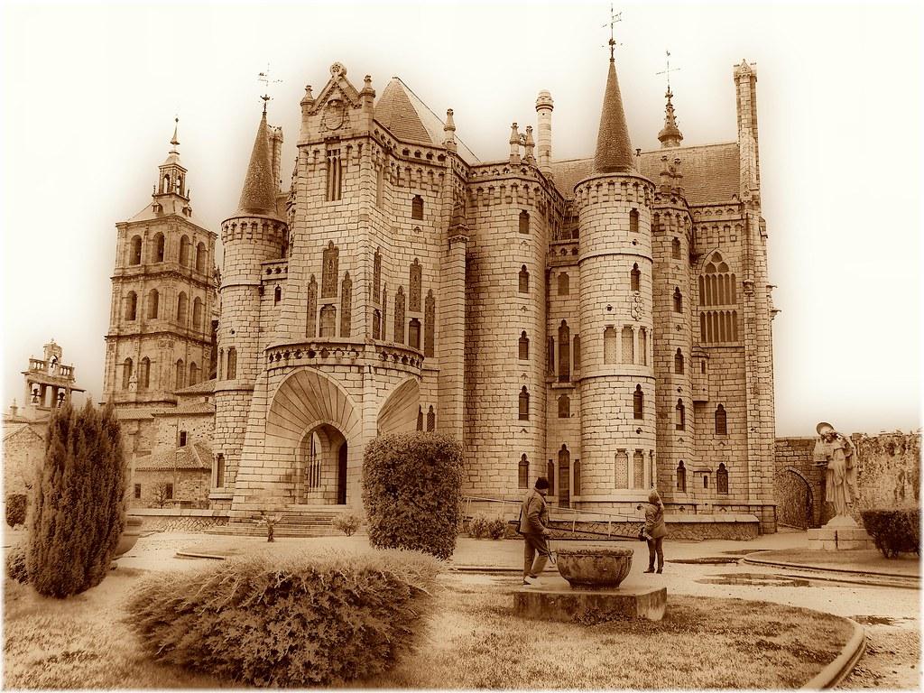 3552Palacio de Gaudi en Astorga Leon  El Palacio Episcop  Flickr