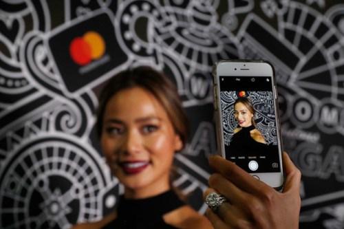 MasterCard Identity Check usa las selfies para el reconocimiento del rostro del titular de la cuenta.