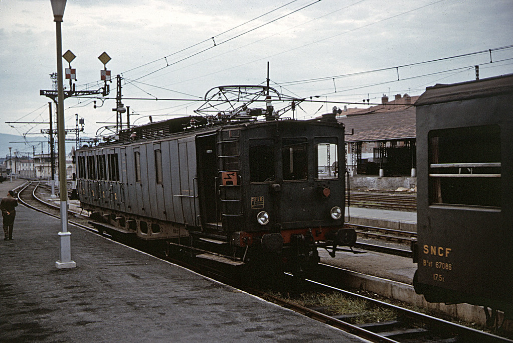 Z4900 railcar at Perpignan  ExMidi Z4900 12Kv single