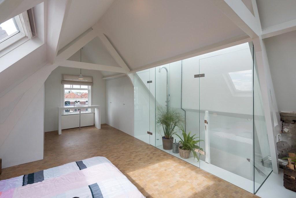 Loftwoning Delfshaven  slaapkamer met inloopdouche en vr