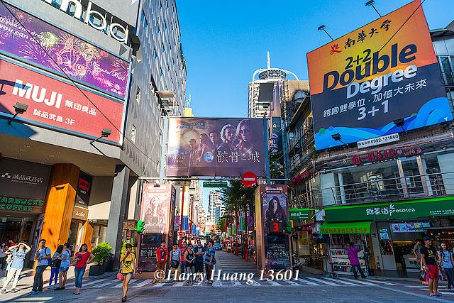 Harry_13601,電影街,影城,西門町,武昌街,商業區,西門商圈,逛街,行人徒步區,臺北市,萬華區,臺北,萬華…   Flickr