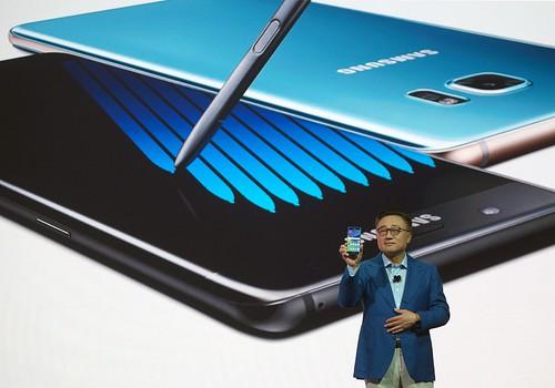 El Sr. DJ Koh, Presidente del Negocio de Comunicaciones Móviles, de Samsung Electronics, cuando mostraba el Galaxy Note 7 en su lanzamiento.