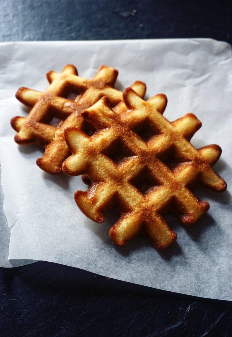 Fluffy crispy gluten free waffles   gluten free recipes   gluten free breakfast   www.kimieatsglutenfree.com