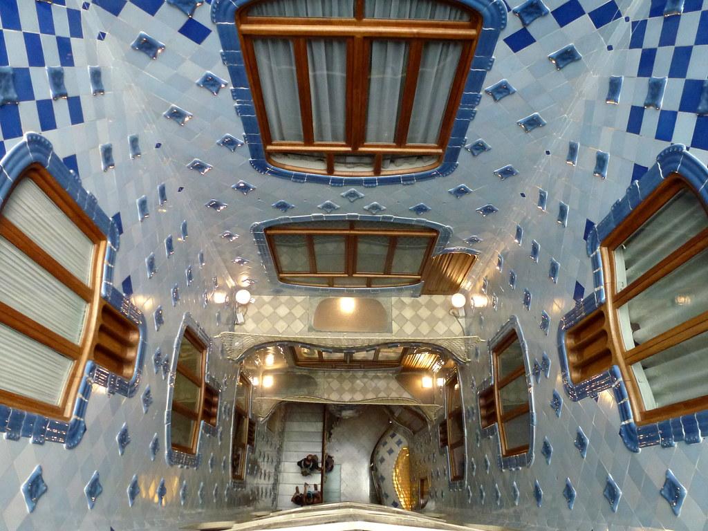 Patio intrieur de la Casa Batllo  Vue plongeante vers les  Flickr