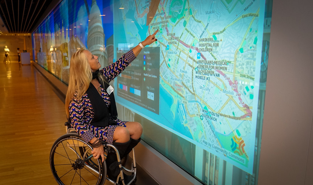 20161122 Karin Korb At The Discovery Wall Center For T