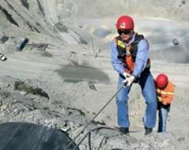 Técnicas de rescate de personas desde el fondo de la mina, a través de la técnica de descenso rapel