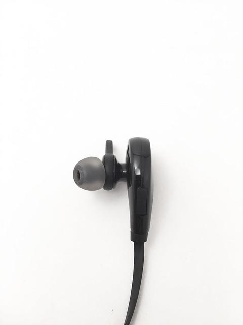 Aukey écouteur bluetooth EPB4 un autre écouteur et port de chargement