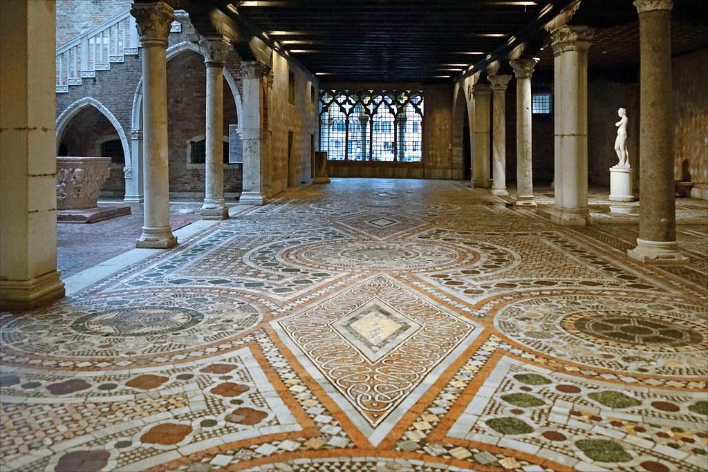 Pavement de la cour de la Ca dOro Venise  Laspect