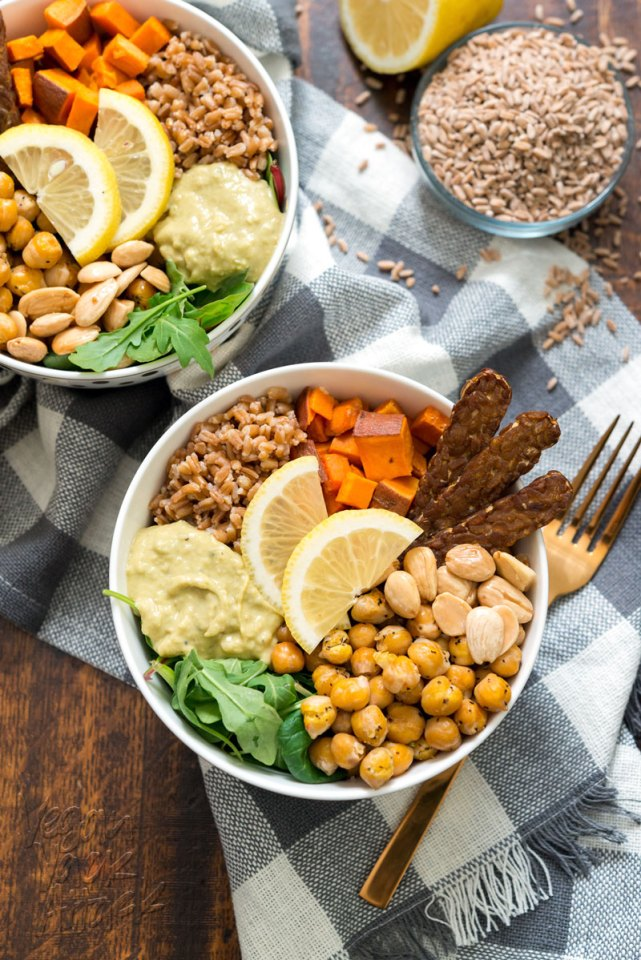 Vegan Fall Farro Protein Bowl - Healthy, filling, easy and delicious! @VeganYackAttack