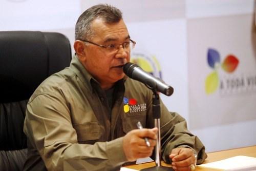 El ministro Néstor Reverol, lanzando el 800 ANTENAS
