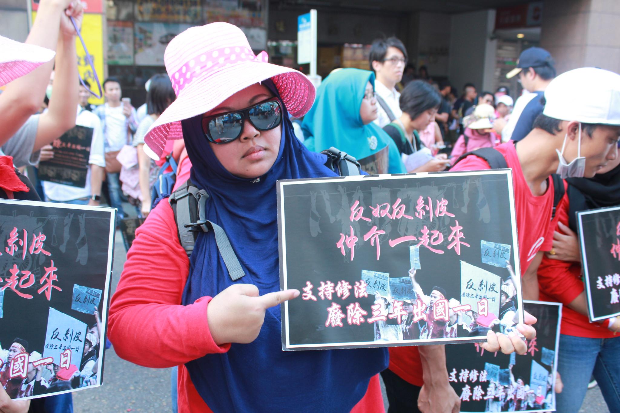 反仲介「剝皮」 移工遊行籲廢三年出國一日 | 苦勞網