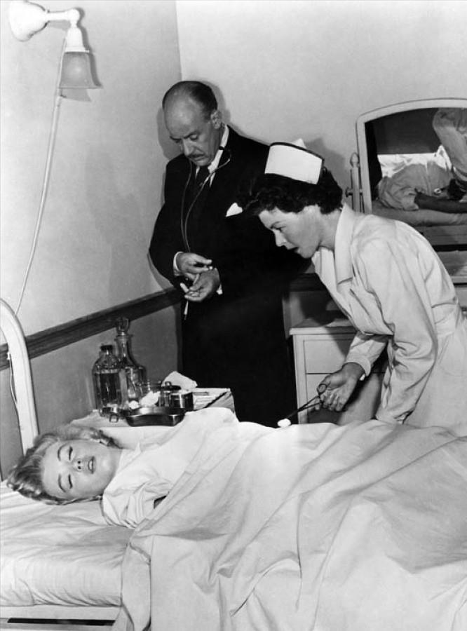 marilyn in mental institution  Marilyn Monroe committed