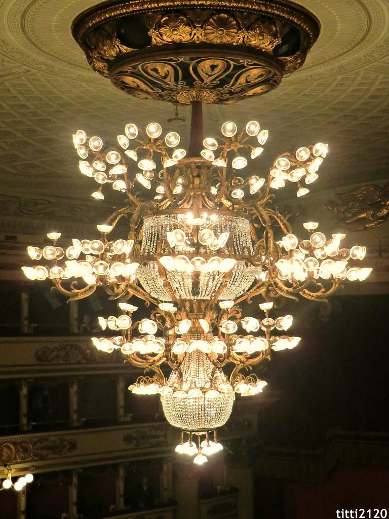 Lampadario del Teatro alla Scala  E rivestito di oro zecch  Flickr