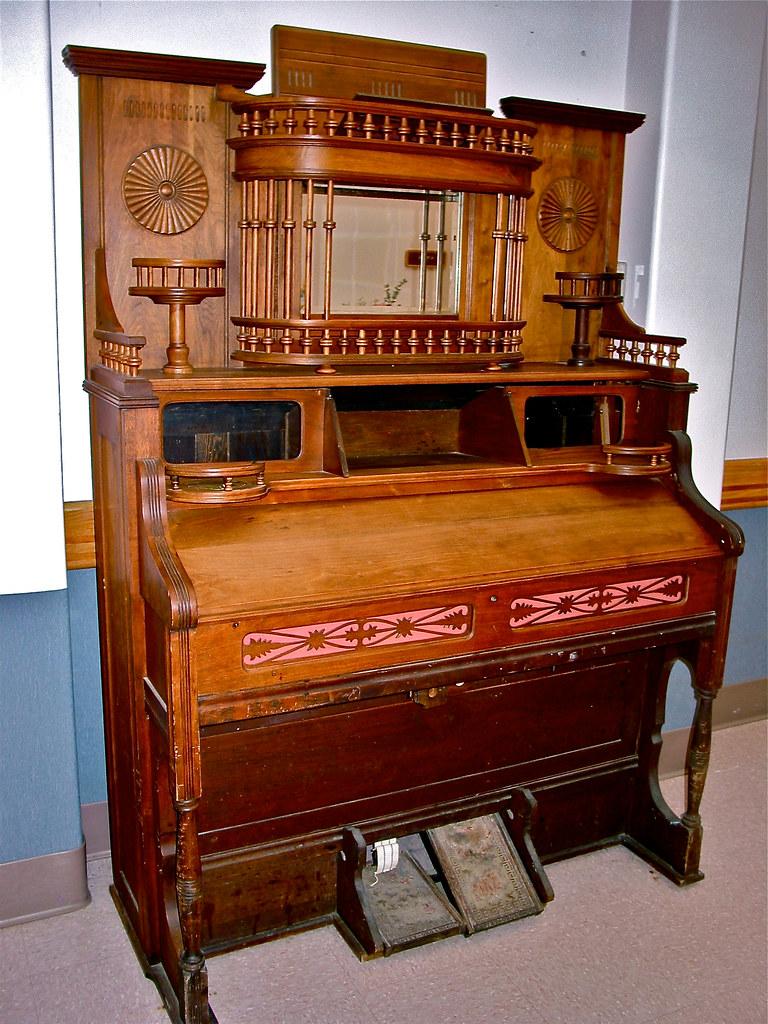 antique  pumporgan  Middlebury Vermont USA  Seen in