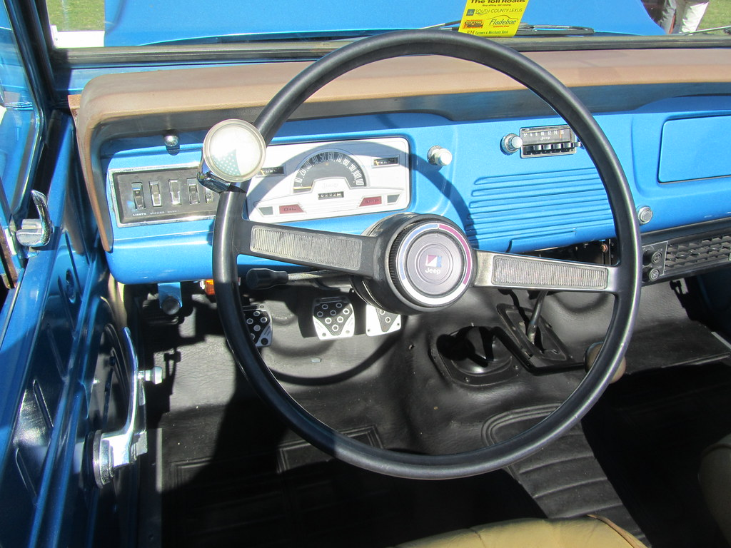 Jeep Commando Dash