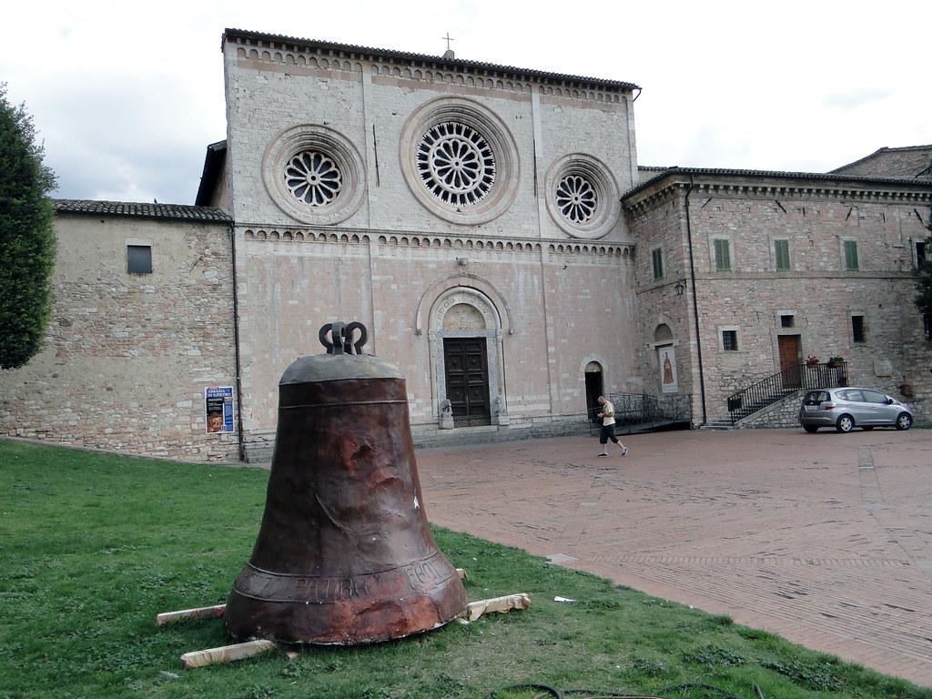 Chiesa di San Pietro Assisi  La chiesa di San Pietro