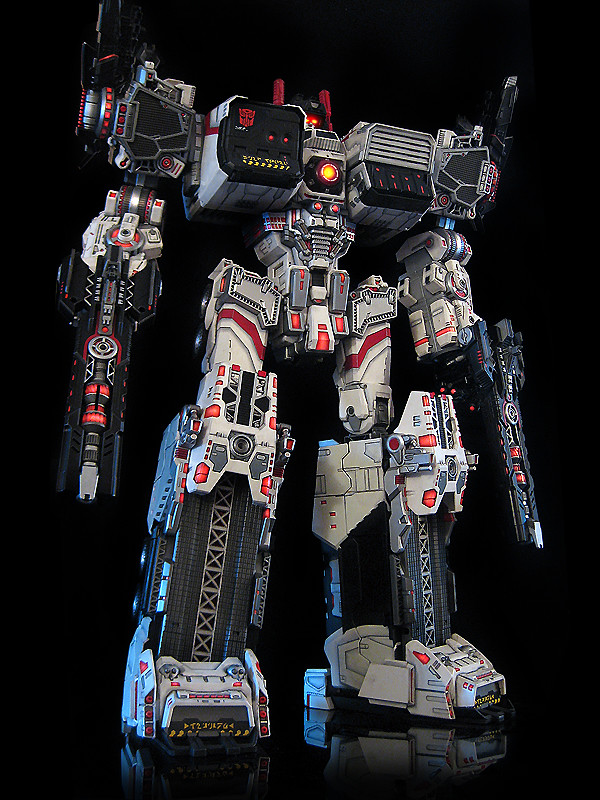 Ultimate Metroplex Autobot City Triple Changer This