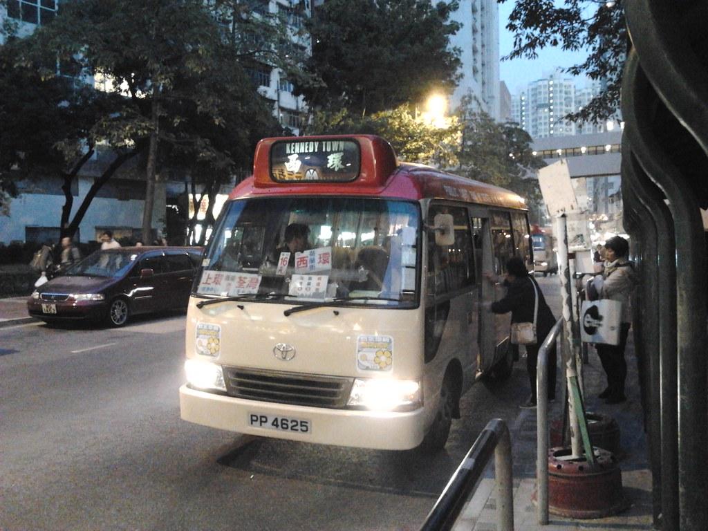 荃灣(荃灣街市街)小巴總站的西環小巴 | Martin Ng | Flickr