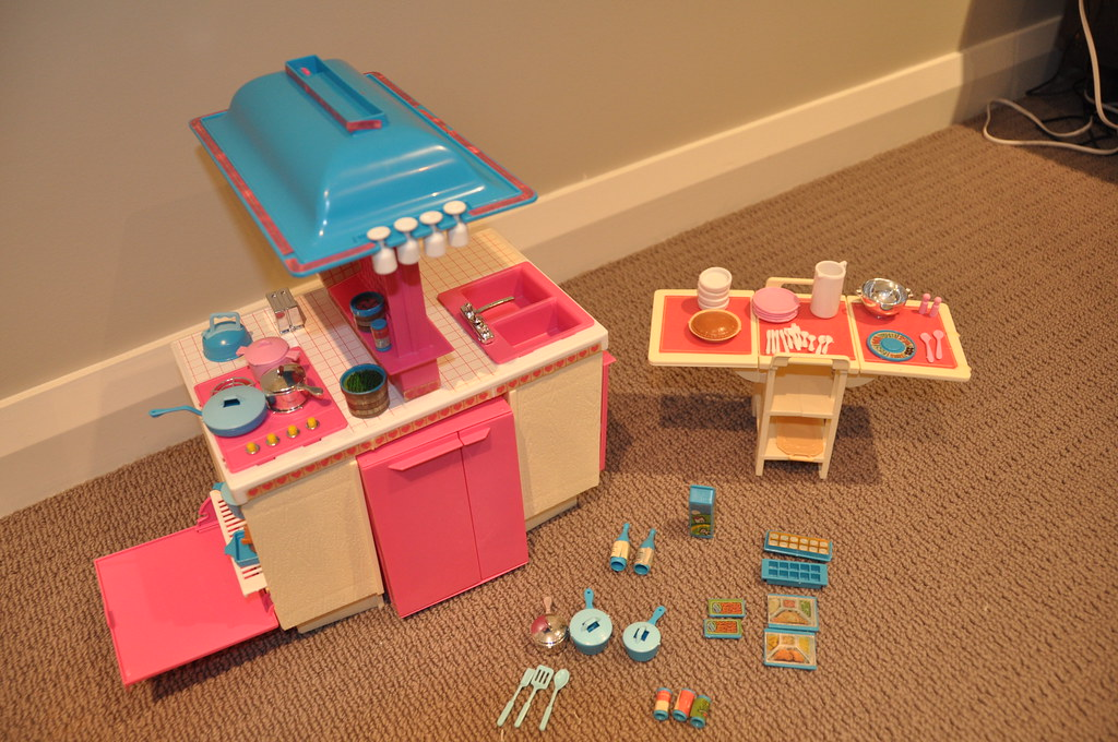 barbie kitchen playset island portable 1984 dream | this is a complete ...