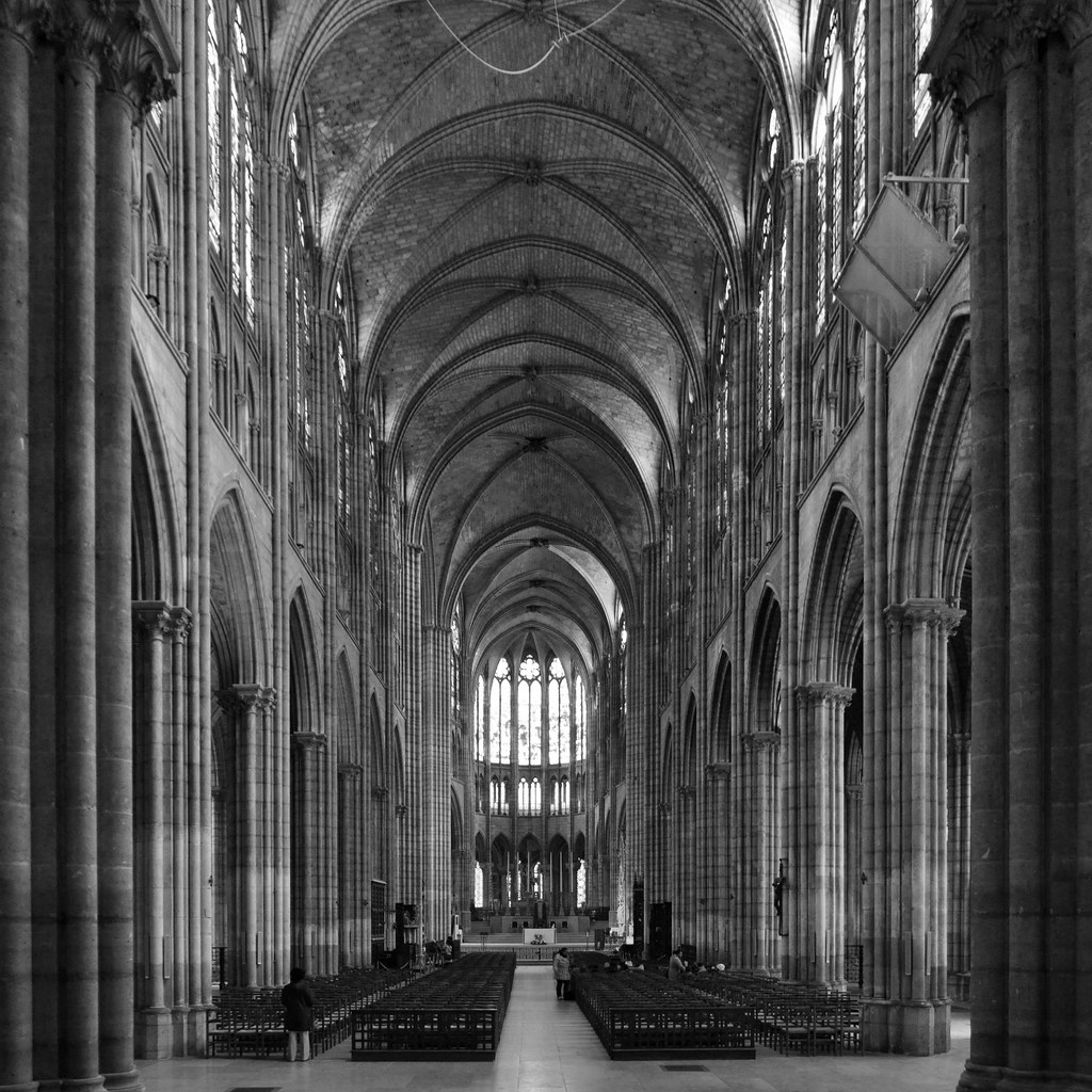 basilique saintdenis nave  leaving the church and
